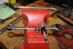 Pushing a Swivel Pin (4)
